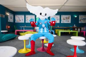 Aleo dans la maison de la mascotte du Salon International de l'Aéronautique et de l'Espace