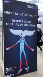 Illustration d'Aleo sur un panneau de sortie du Salon International de l'Aéronautique et de l'Espace