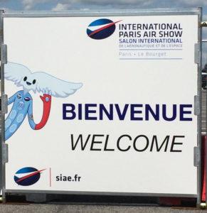 Illustration d'Aleo sur un panneau d'accueil du Salon International de l'Aéronautique et de l'Espace